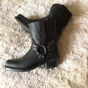 Frye Harness boots- Black, VGUC